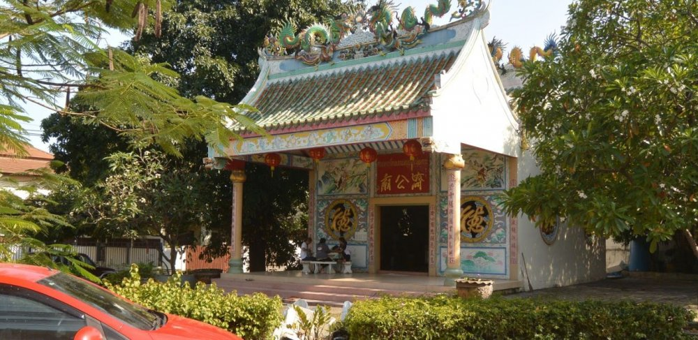 Visit a small chinese temple