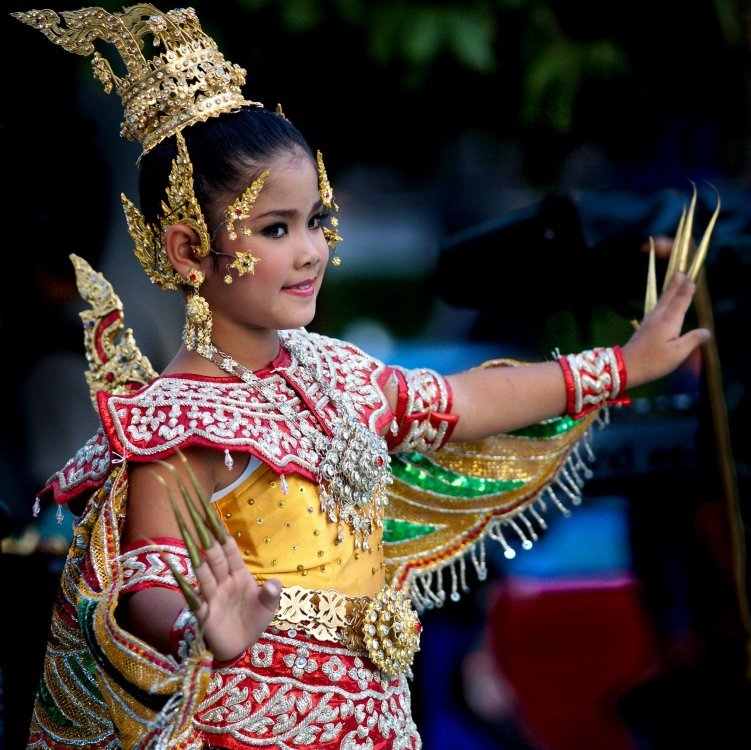 Traditional Thai dance and music show