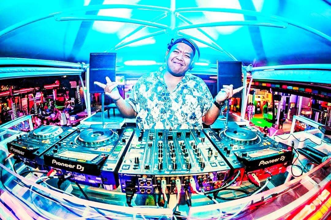 DJ Tobi @Coco Tam's
