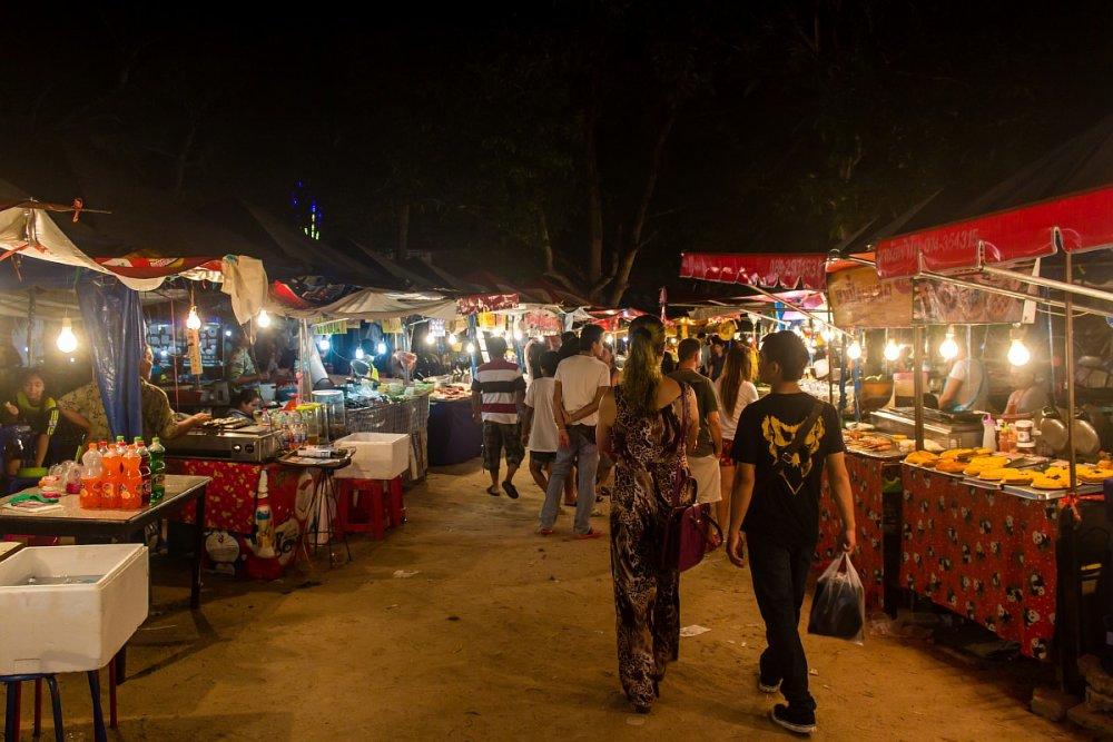 Night Market on Lipa Noi