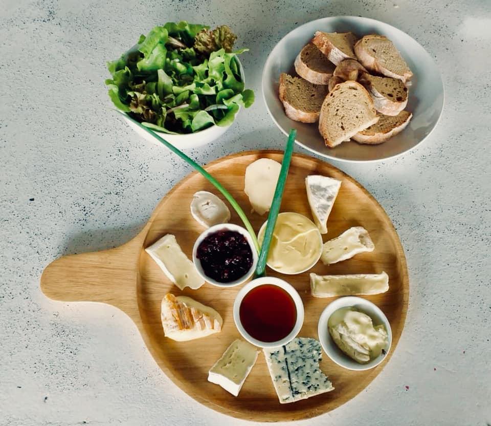 Soirée fromages, vins, et musique!