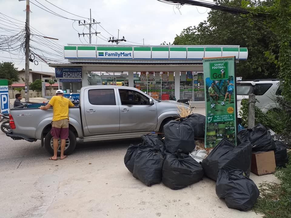 Garbage cleaning at Baan Sathorn Choeng Mon