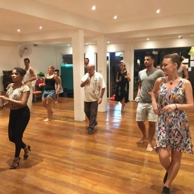 BACHATA CLASSES WITH VALERIE