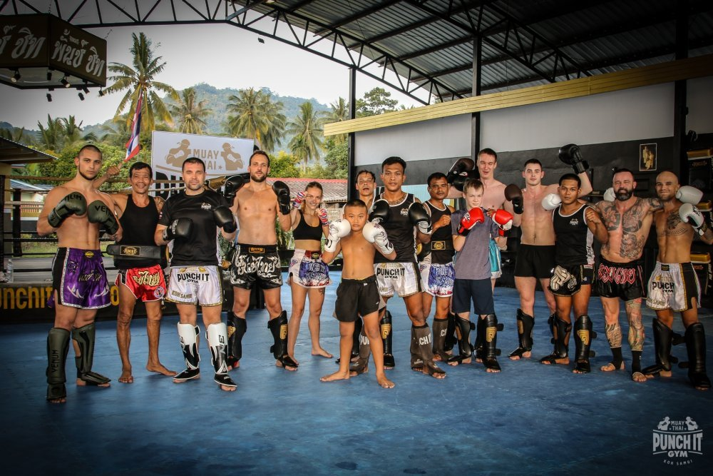 Beginner class for everyone who wants to try the national sport of Thailand or just get fit.