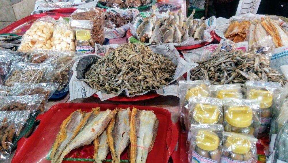 Maenam Morning Market