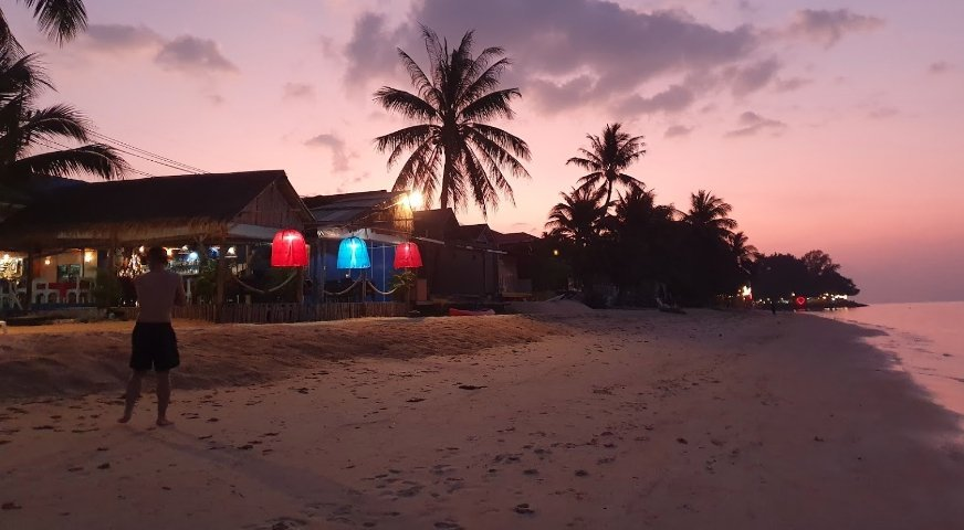 The White Pearl Beach Club & Restaurant in Bangpo