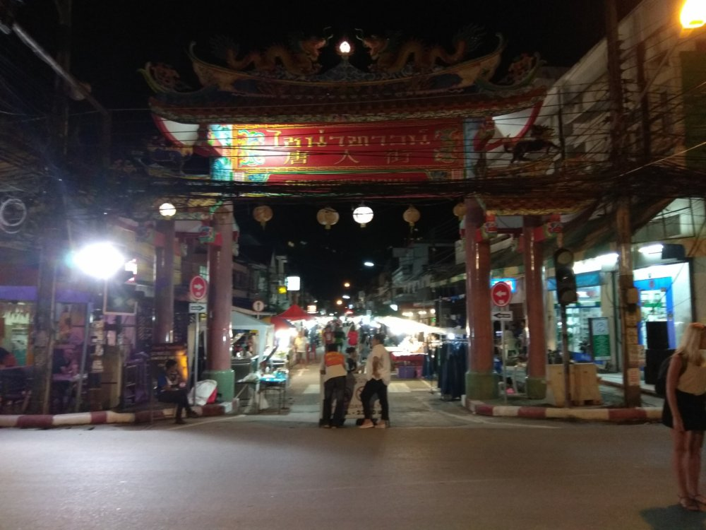 Maenam Walking Street