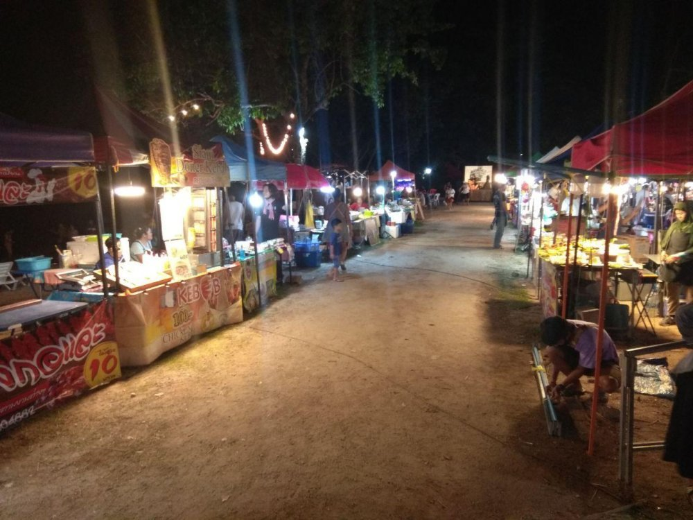 Orgasmic Night Market (Between Fisherman and Bang Rak)