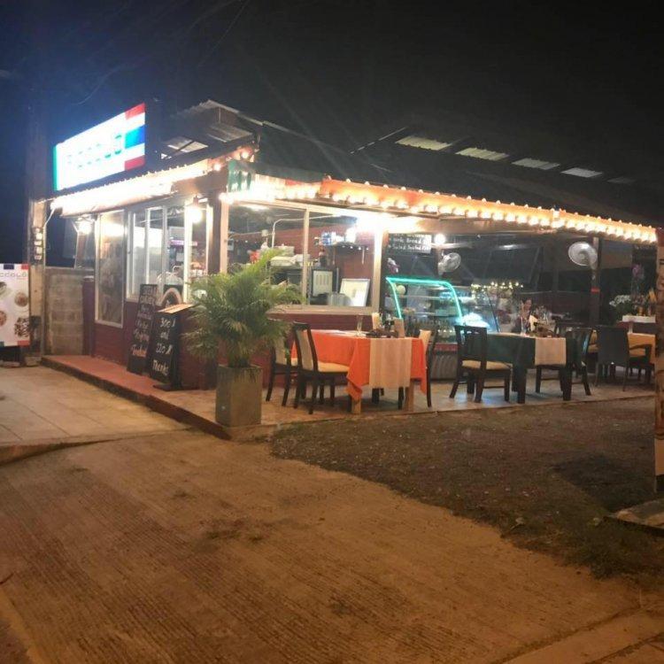 Piccolo Restaurant in Pang Por